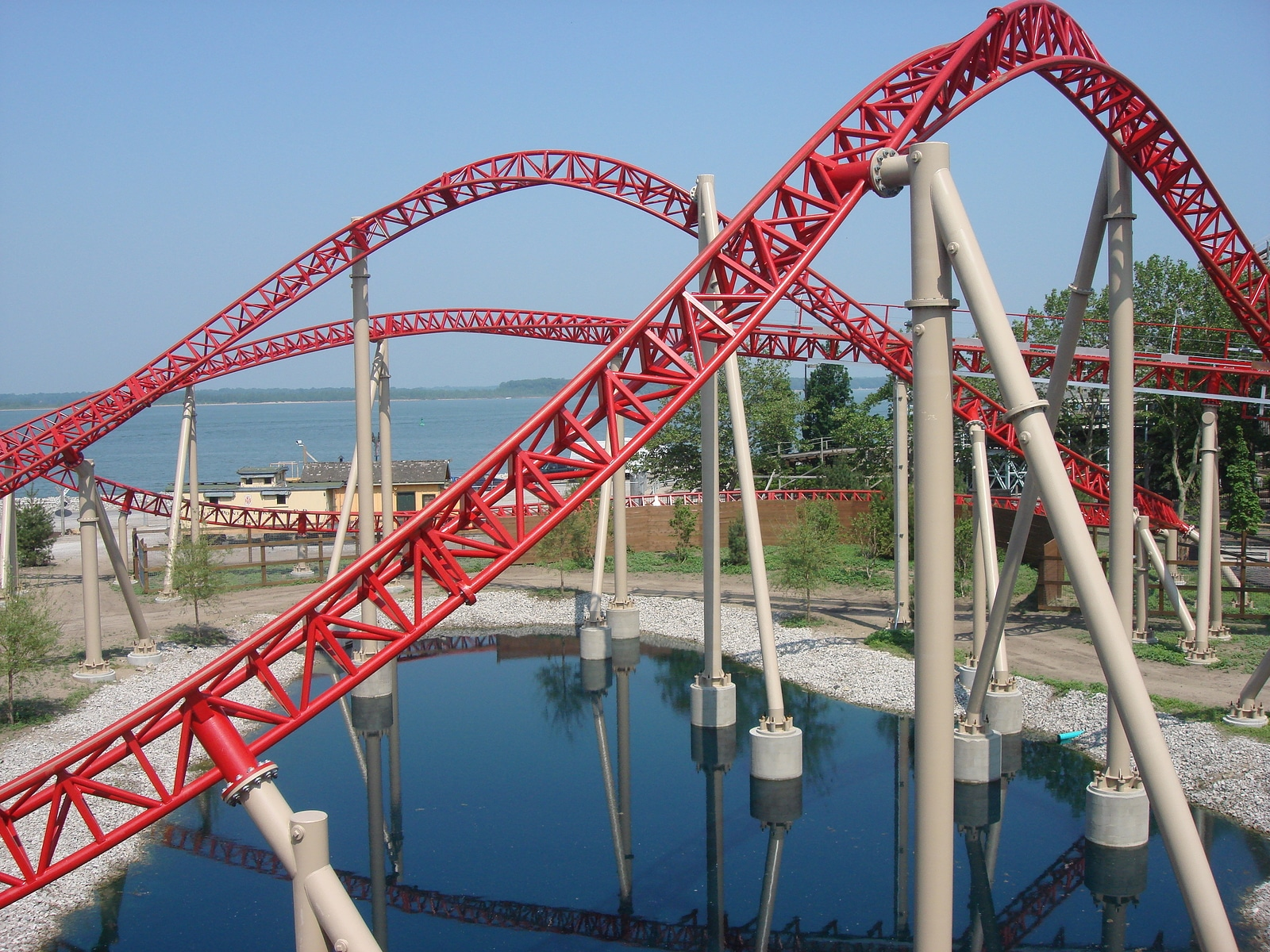 A roller coaster track in sandusky ohio by Booking Express Travel